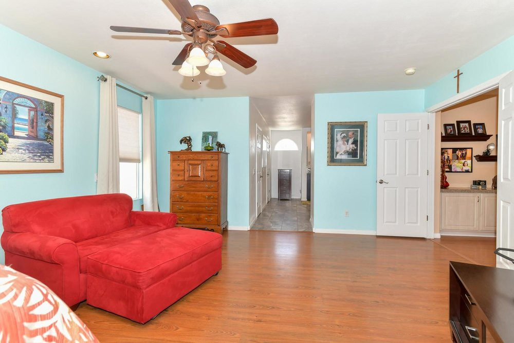 500 Mossy Bark Ct Las Vegas NV-large-016-31-Master Bedroom-1500x1000-72dpi.jpg