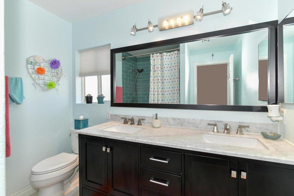 500 Mossy Bark Ct Las Vegas NV-large-022-32-Bathroom-1500x1000-72dpi.jpg