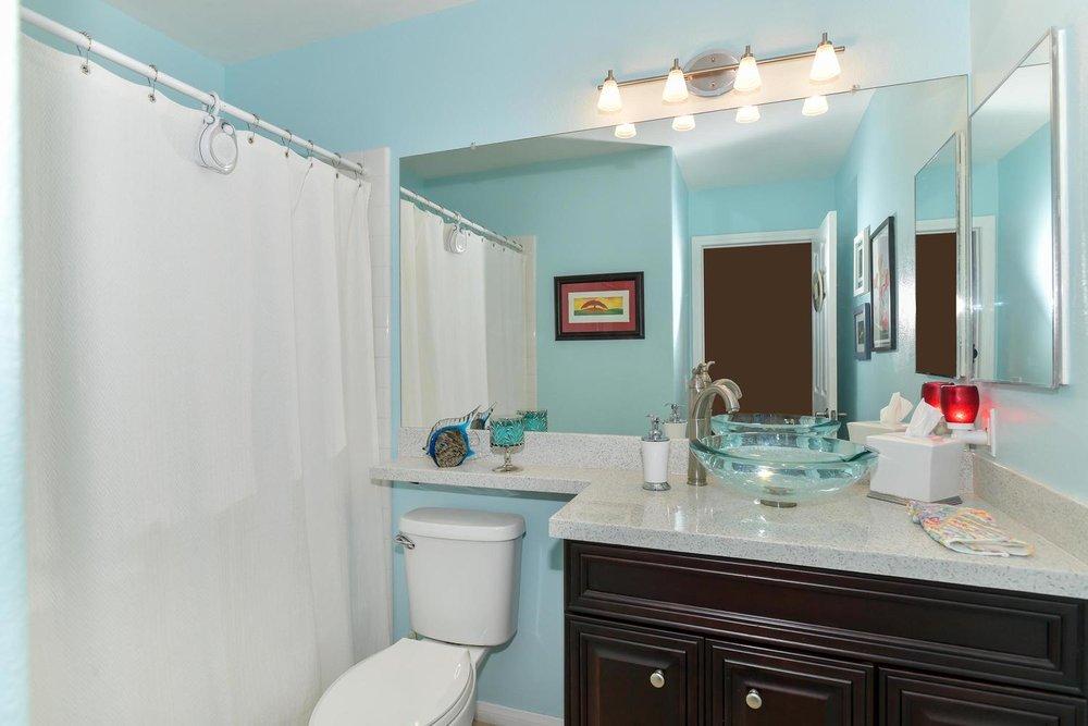 500 Mossy Bark Ct Las Vegas NV-large-027-24-Bathroom-1500x1000-72dpi.jpg