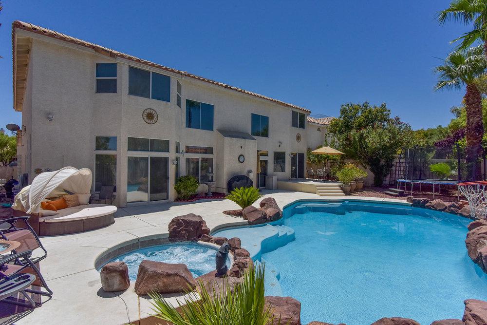 8720 W Gilmore Ave Las Vegas-large-011-3-Back Yard-1499x1000-72dpi.jpg