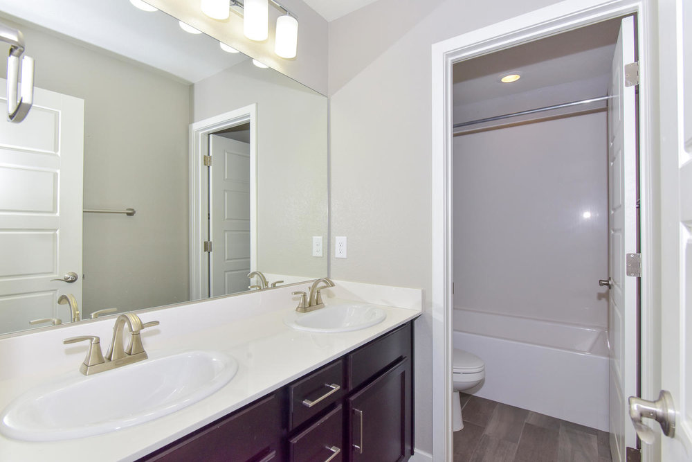 10524 Dove Meadow Way Las-large-027-11-HALL BATH-1499x1000-72dpi.jpg