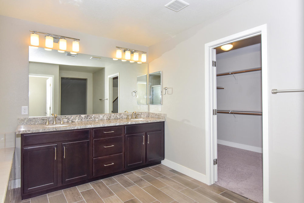 10524 Dove Meadow Way Las-large-033-21-MASTER BATH-1499x1000-72dpi.jpg