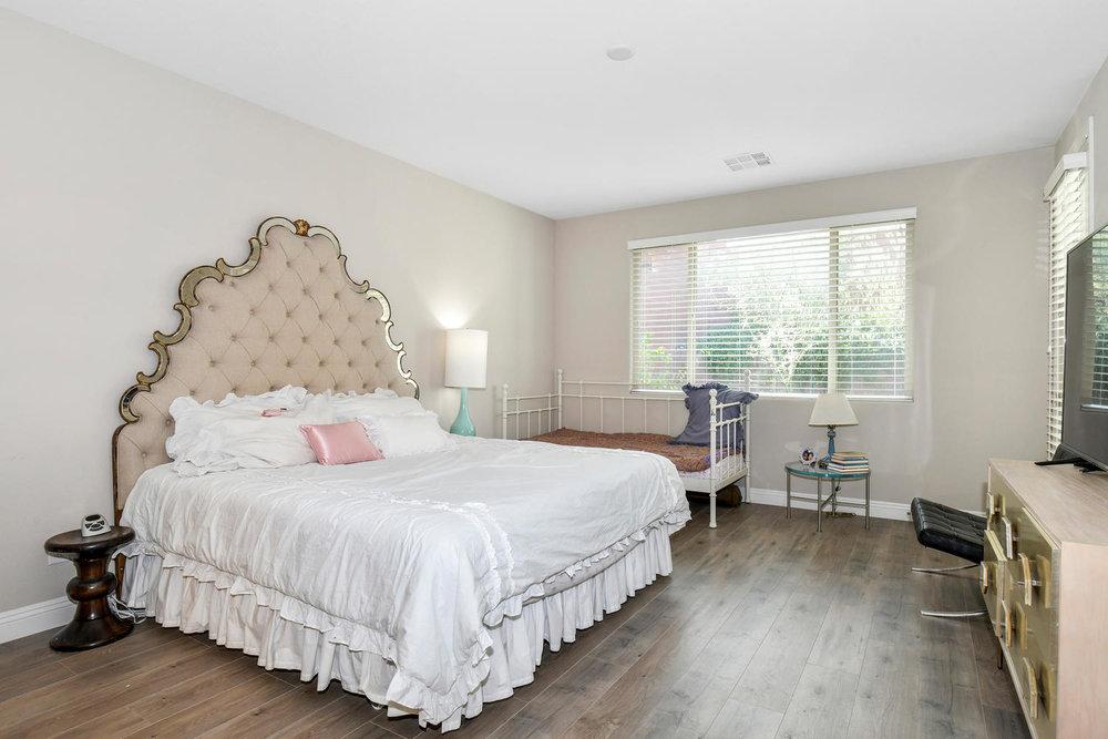 5857 Glory Heights Dr Las-large-013-14-Master Bedroom-1500x1000-72dpi.jpg