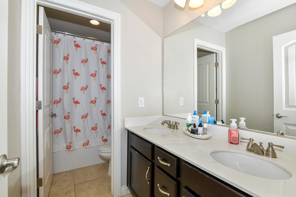 5857 Glory Heights Dr Las-large-020-16-Bathroom-1500x1000-72dpi.jpg
