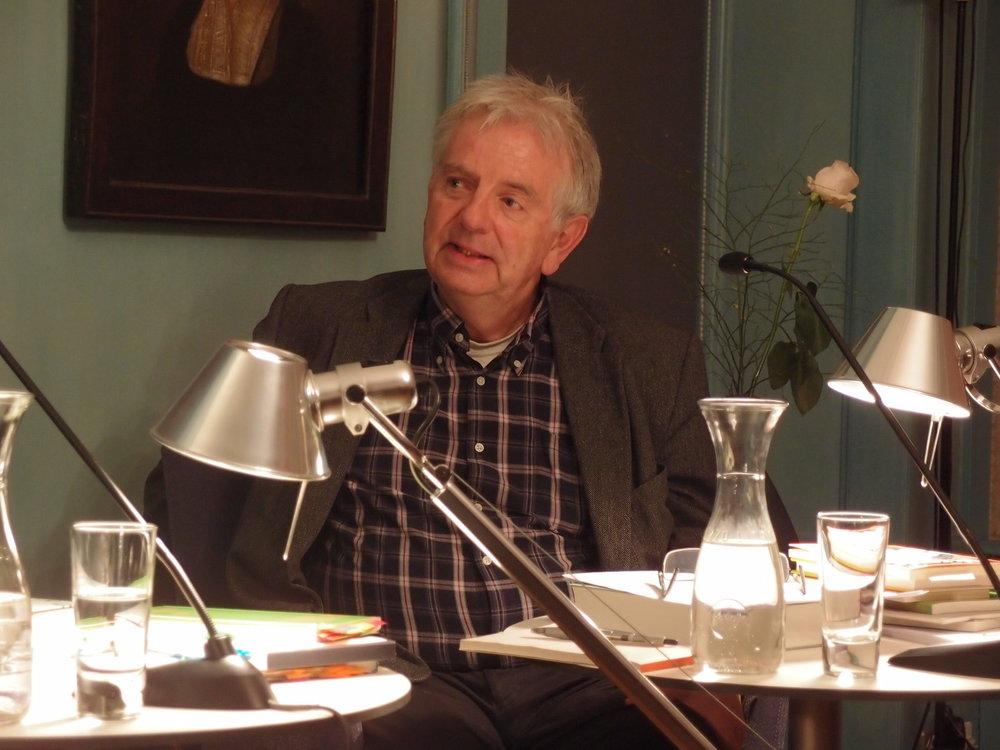 Martin Zingg moderiert am Lyrikfestival Neonfische 2018. Foto: Literaturhaus.