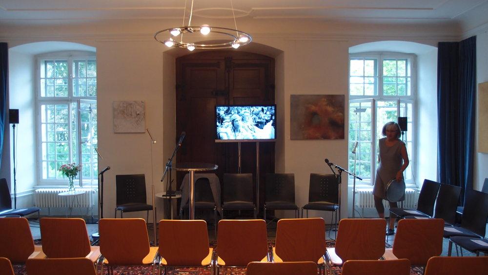 Vor der Veranstaltung. Foto: Literaturhaus.