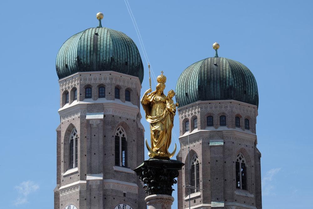 Frauenkirche med Mariensäule i förgrunden