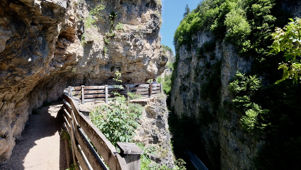 Vandringsladen genom up p till klostret San Romedio