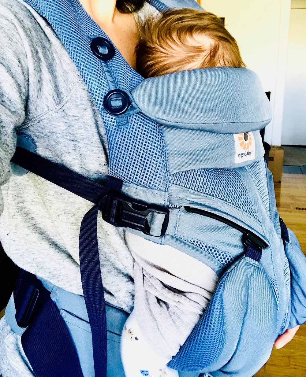 ergo baby carrier reviews and why you should get one. eco friendly, all natural, and ergonomically approved.