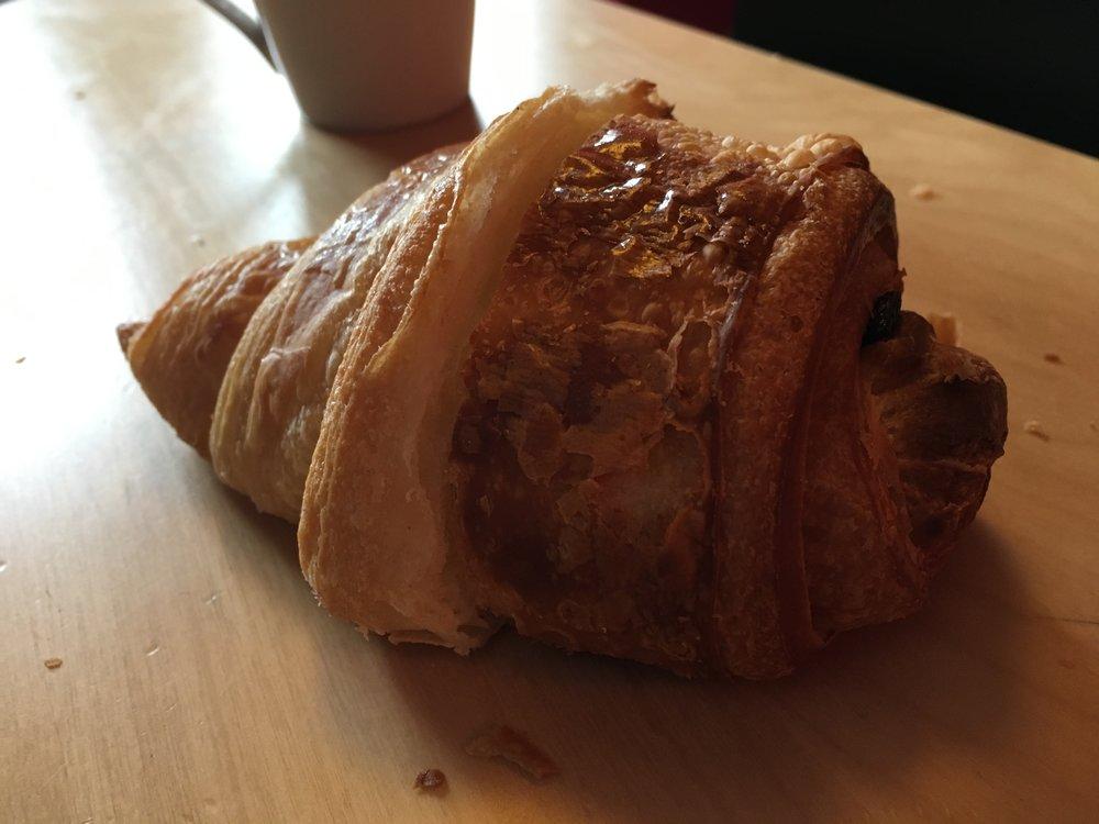 Croicolat ou chocossant ? Hybride né d'un petit déjeuner collectif sur fond de partage équitable.