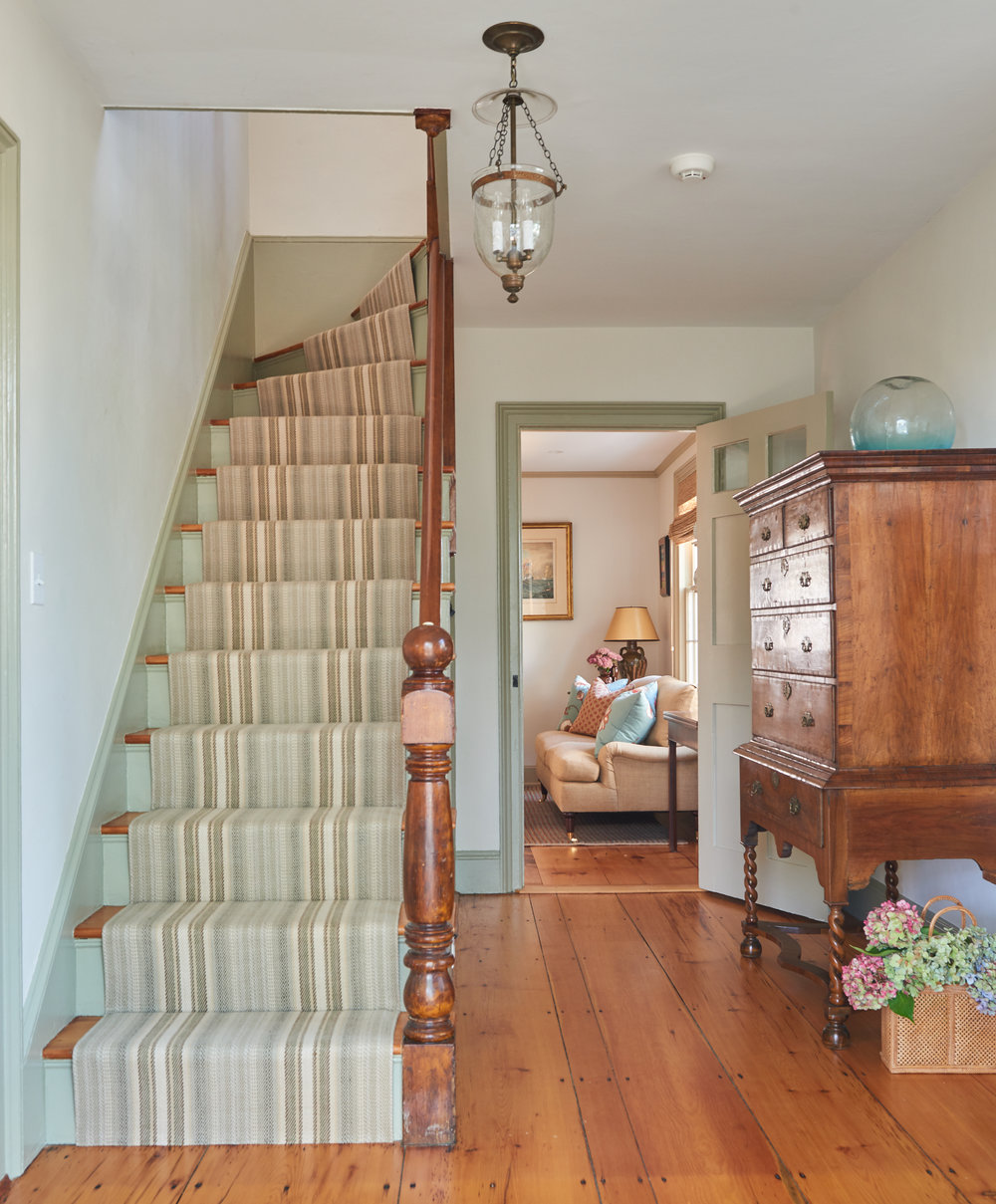 Front Foyer Staircase.jpg