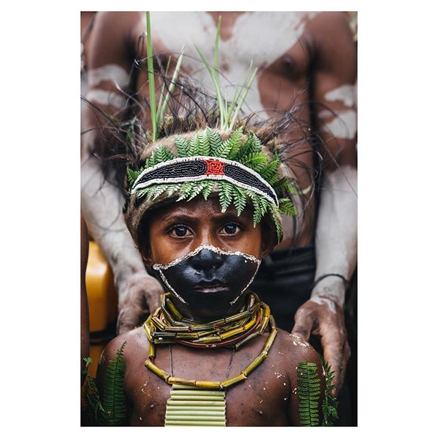 The 9 year old boy Denis from the #yame #tribe bilas himeself for a #singsing. A traditional festival that shows every tribe in his personal style