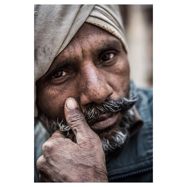 I always fall in love with #india when i left it again. Specially #varanasi gives me that feeling. It so dirty and ugly in one way, but on the other its a mysterious labyrinth where its just beautiful to get lost. And on the way you meet this faces like roy the #rikshawala I just always fall in love again.