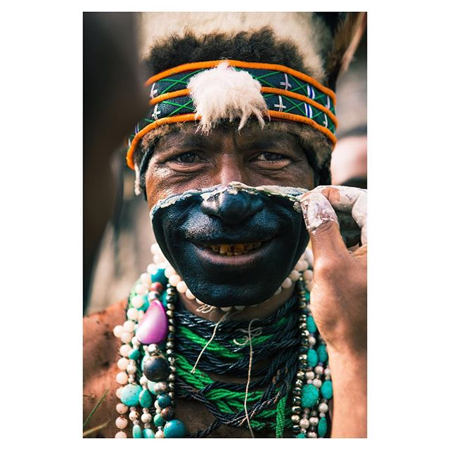 2016 I had the chance to join yame #tribe at their traditional #singsing. They paint the face with the colors from their province.