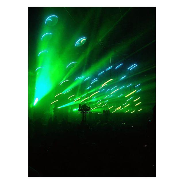 Skalar....#christopherbauder#kangdingray#light#lightlove#polarlights#igberlin#sound#show#lightshow#berlin#tresor#sunday#skalar#refelxiones#art#artinstallation#artwork#installation#installationart#kraftwerkberlin @christopherbauder @kangding_ray 🙌🏽