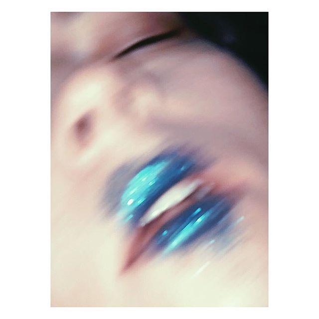 Sparkle turquoise .... #goodnight #lips #sparkle #glitter #glitterlips #turquoise #turquoiselips #makeup #makeupartist #hairandmakeupartist #creative #art #loseyourmind #nightlife #photobyme #makeupbyme #mariaehrlichmakeup