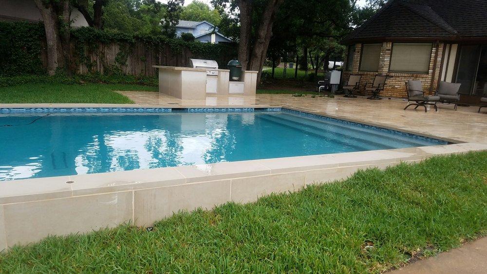 Hernandez 1110 Pool Steps (4).jpg