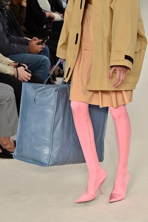 balenciaga-spring-2017-pink-spandex-legging-boots.jpg