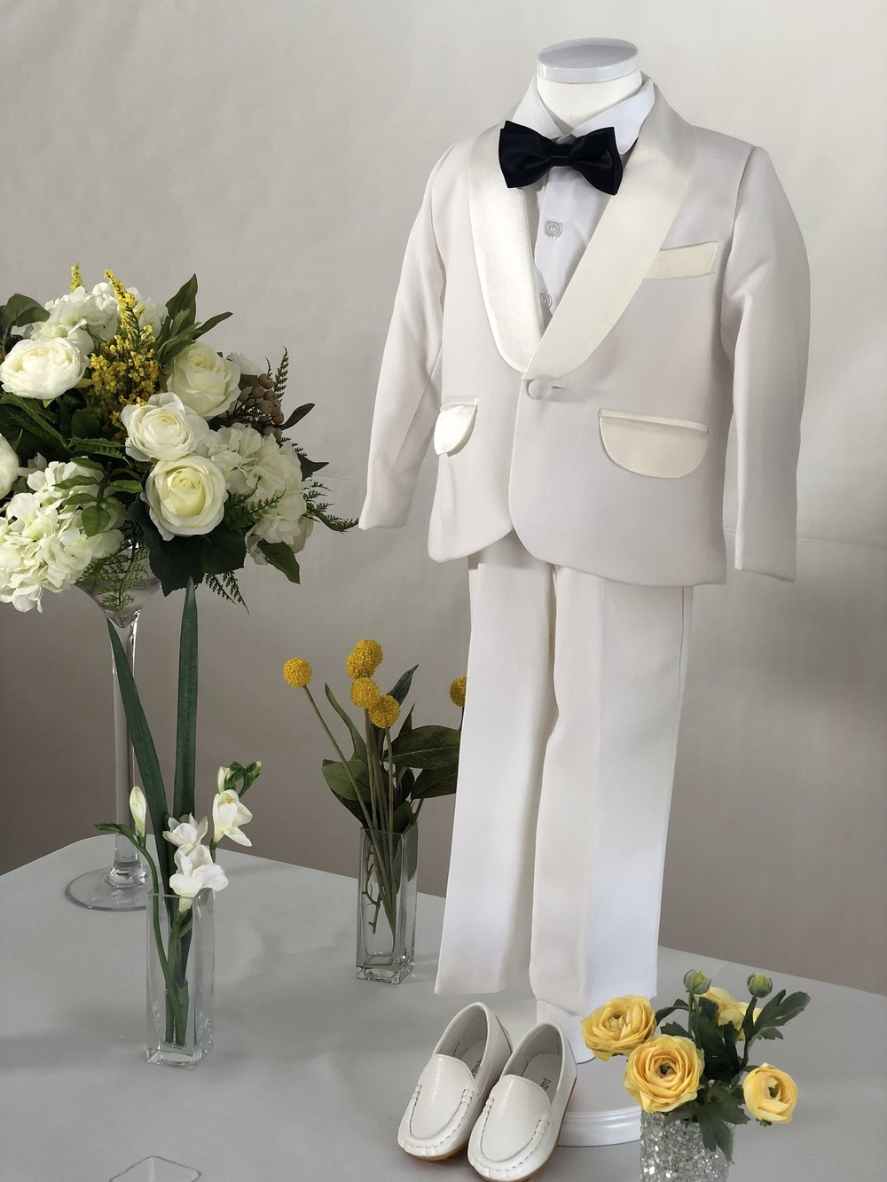 suit rental - All suits comes with a shirt, shoes (size 5), bow tie.모든 수트는 셔츠,신발 (사이즈 5), 나비 넥타이 보내드립니다.