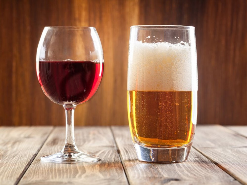beer-vs-wine-healthier_thumb (Medium).jpg
