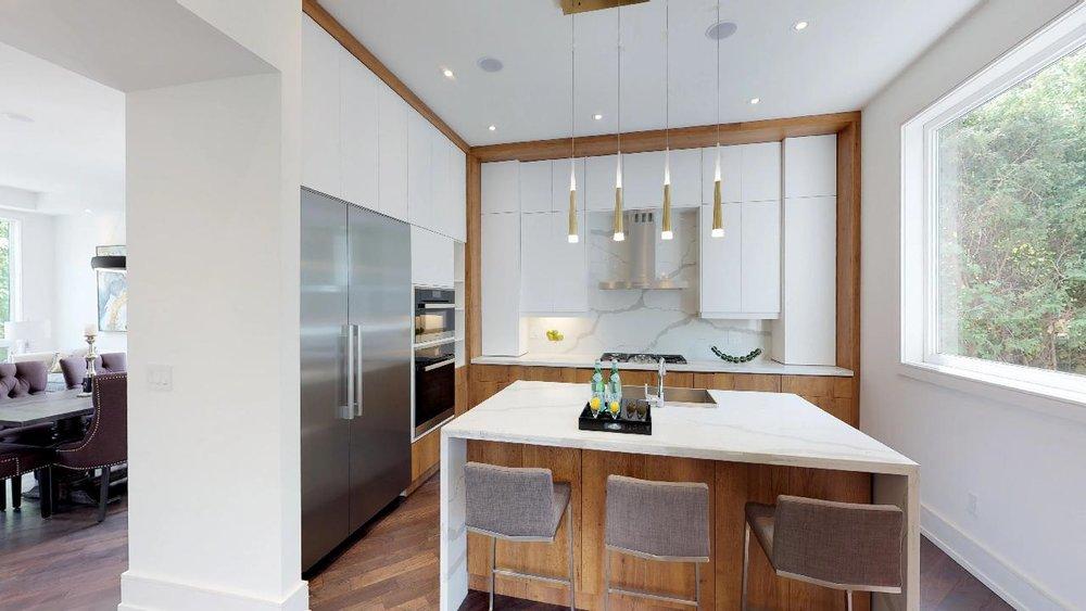 j2Jq6FpnwWc - Kitchen.jpg