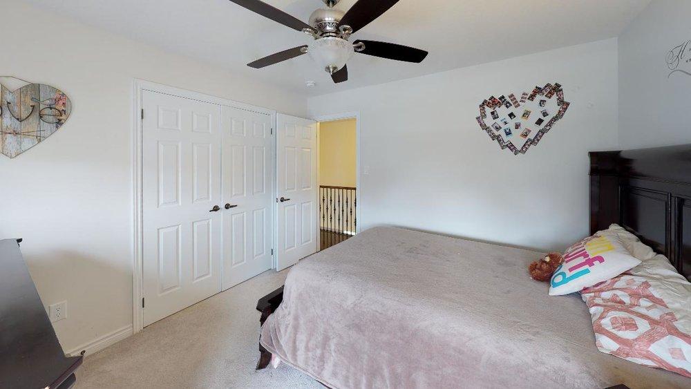 rkNQP8YuyZQ - Bedroom(1).jpg