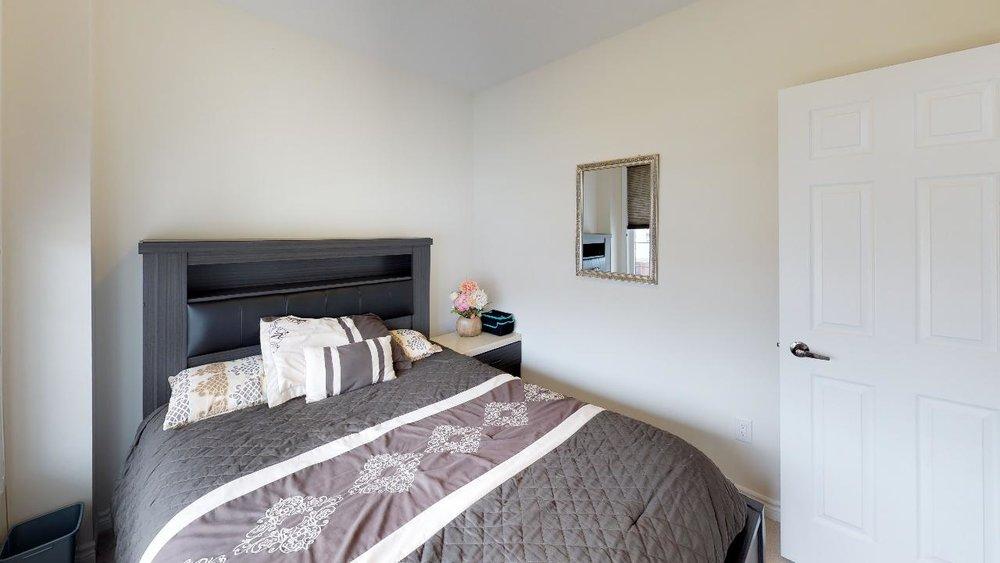rkNQP8YuyZQ - Bedroom(8).jpg