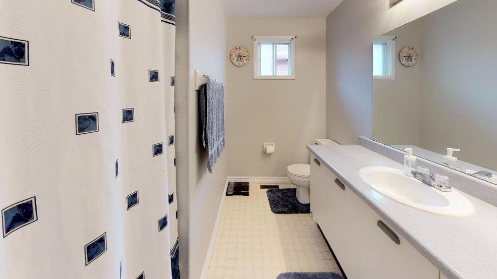 178-Richvale-Drive-South-Bathroom.jpg