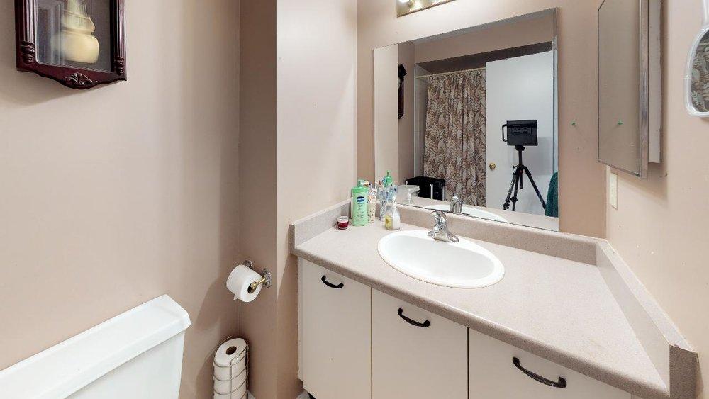178-Richvale-Drive-South-Bathroom(1).jpg