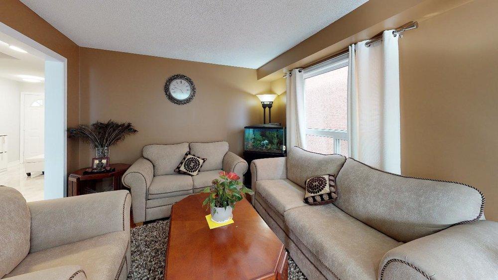 178-Richvale-Drive-South-Living-Room(1).jpg
