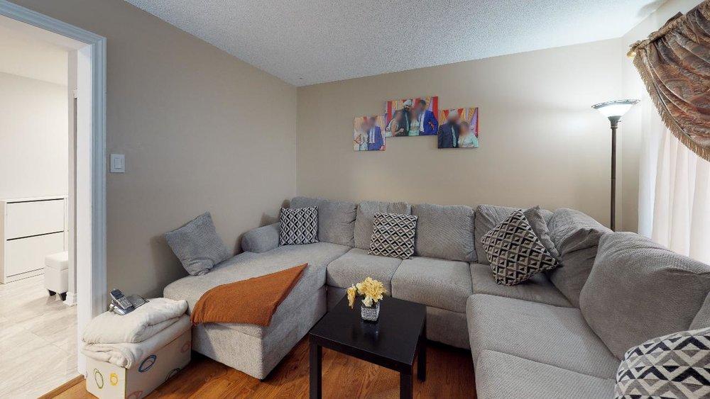 178-Richvale-Drive-South-Living-Room(3).jpg