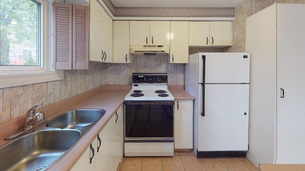 Pre-Reno-State-172-Radford-Drive-Kitchen.jpg