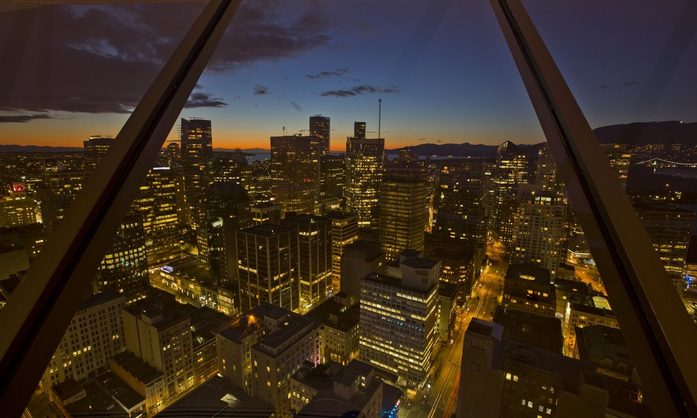VANCOUVER LOOKOUT - LOCATION: VANCOUVERRECEPTION: 220 | DINING: 130
