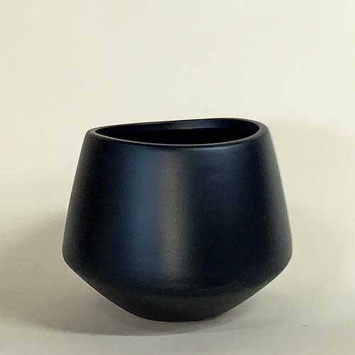 Ceramic_Black_Valve.jpg