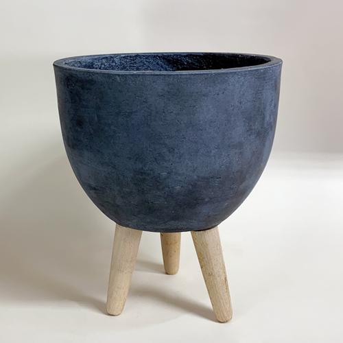 stonewear_vase_legs.jpg