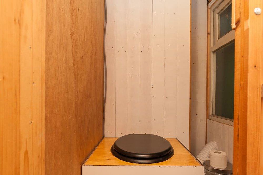 dutch-caravan-tiny-house-15.jpg