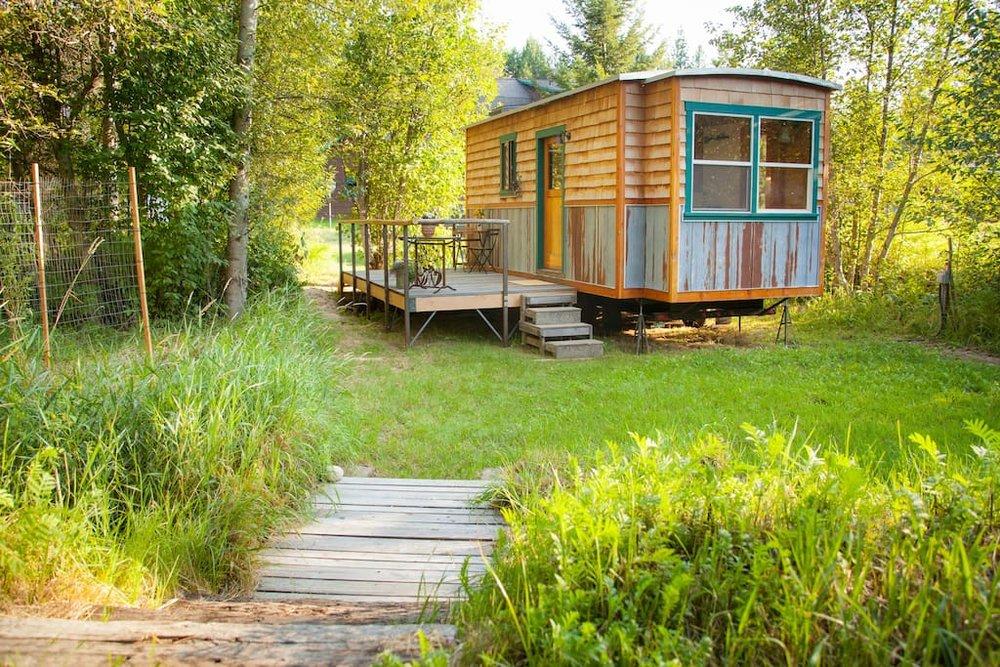garden-caravan-tiny-house-2.jpg