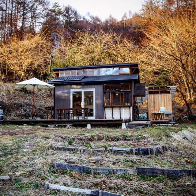 A beautiful mountainside cabin in Japan 🏡🇯🇵 Book it on Airbnb for $95 a night! Link in profile! . . . #tinyhouse #tinyhome #cabin #travel #japan #sakuho #airbnb