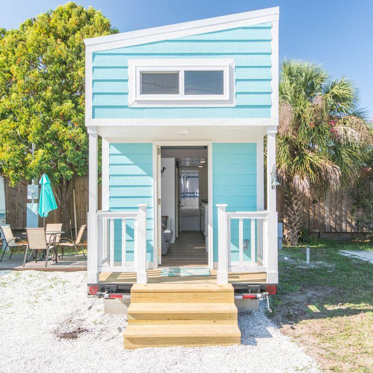 aqua-oasis-tiny-house-3.jpg