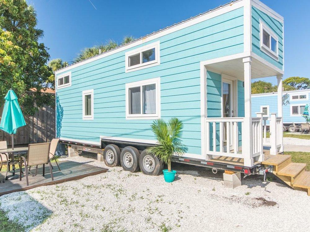 aqua-oasis-tiny-house-1.jpg
