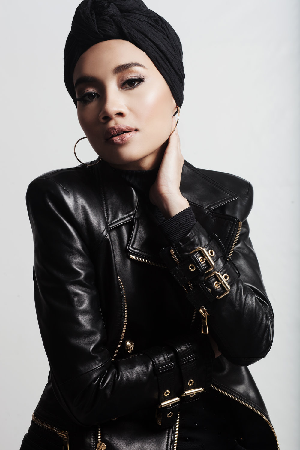 "YUNA - Yuna is used to transcending expectations - and she does so again with what Rolling Stone has hailed as one of the Best R&B albums of 2016. Chapters, released on Verve Music boasts her most confessional songwriting yet - combined with a surprising group of legendary creative collaborators, including Usher and DJ Premier the album is retro-futuristic urban groove that's all new, and all her. ""It's not just a collection of songs, but a body of work"" Yuna explains. ""It's unlike anything I've ever done before.""An early buzz on social media attracted the attention of US management company Indie-Pop, who quickly helped turn her from a law student playing in coffee shops into an award winning household-name. ""Live Your Life"", an uplifting yet haunting Pharrell-produced hit crossed her into a mainstream market and she hasn't looked back."