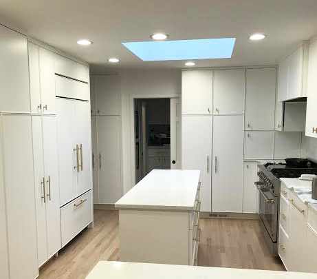 KITCHEN WHITE AND BRASS.png