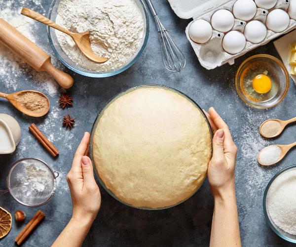 baking cake-600w.jpg