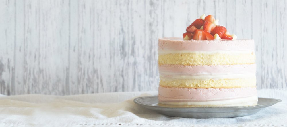 cropped-sugary-and-buttery-roasted-strawberry-white-chocolate-cheesecake-no-bake-sponge-cake-banner.jpg