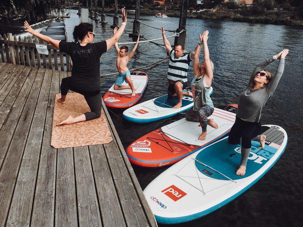 SUP yoga garden party