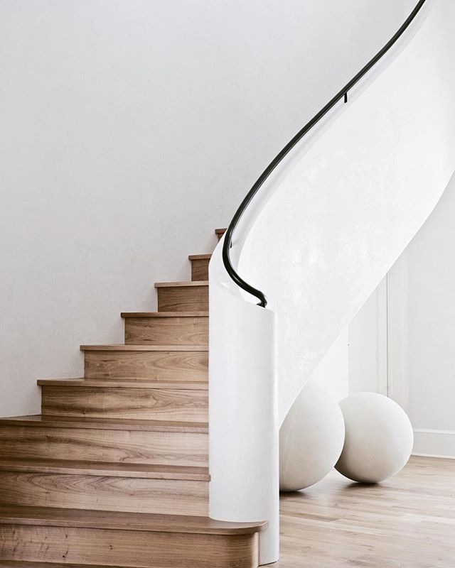 When life gives you curves flaunt them. . #allwhitehouses #staircase #curvedstairs