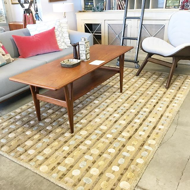 Get a hug from a rug! Change any room, and any style room with a little floor panache!  #pdxlife #portlandoregon #urbanitepdx #portland #pdxbest #pdxwomendesigners #pdxdesigners #pdxinteriors #pdxme #interiordesign #interiorbloggers #portlandherewecome