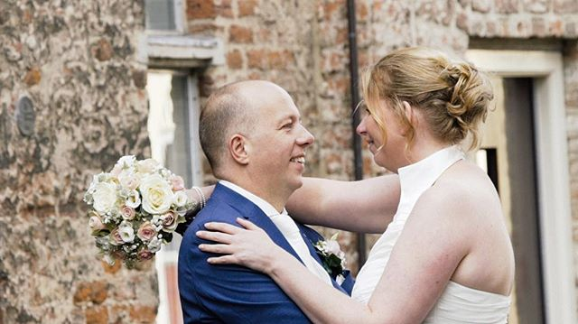 💍💐 |  Eddy & Marijke trouwden vorig jaar in #deventer. . . Gaan jullie binnenkort ook trouwen? Kijk dan op www.twodayfilms.nl voor alle trouwfilm mogelijkheden. . . . . . #weddingfilms #twoday #trouwen #wedding #love #marriage #married