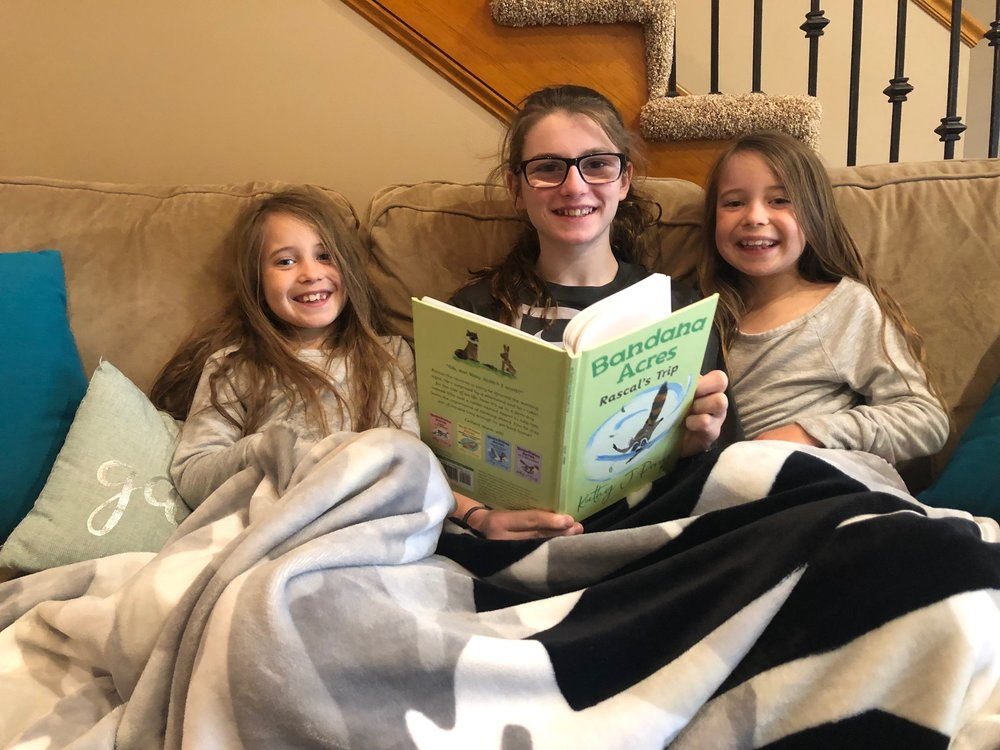 Julia reading to Kynnedy and Kyndall