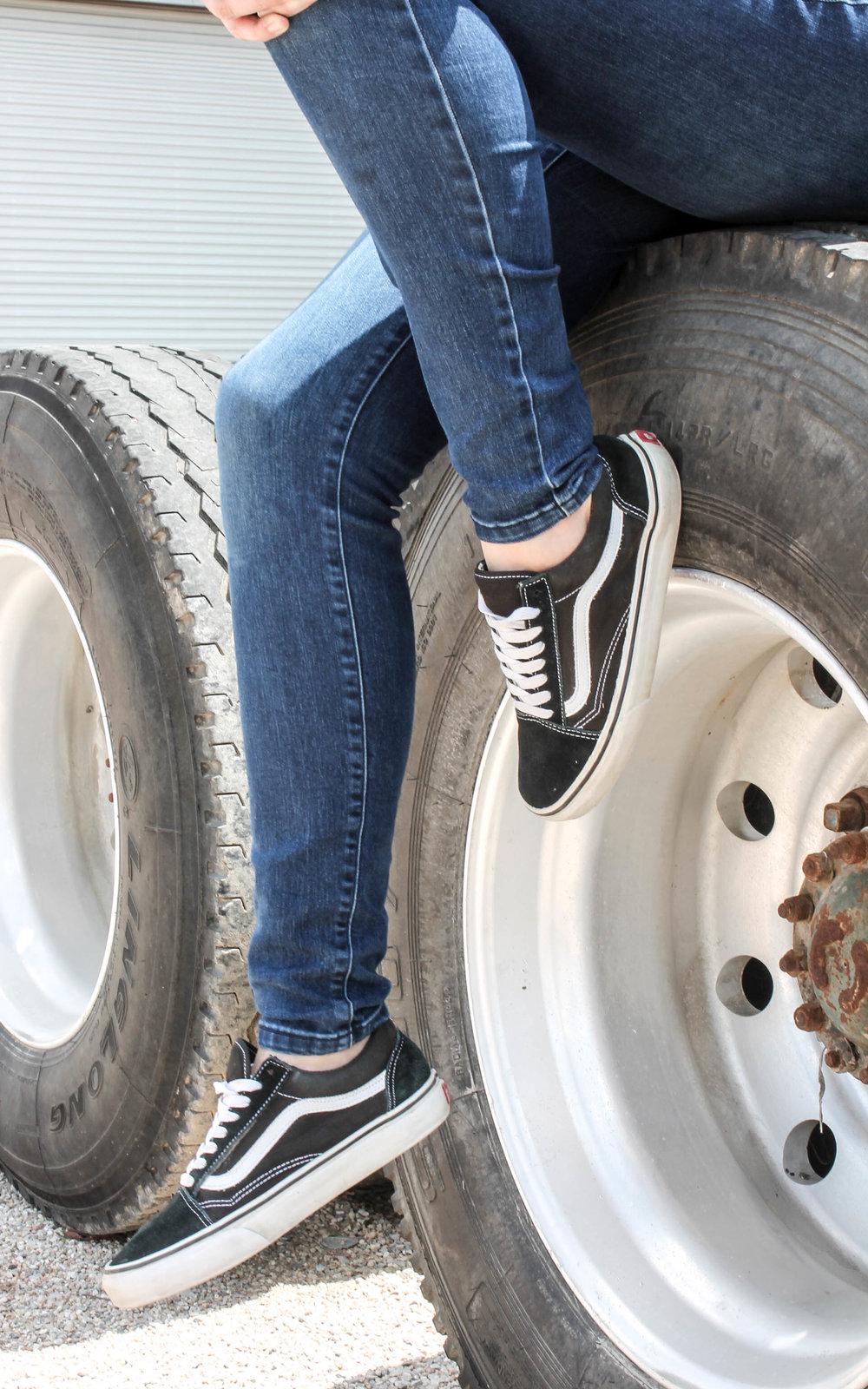 skinny jeans skate shoes vans old skool